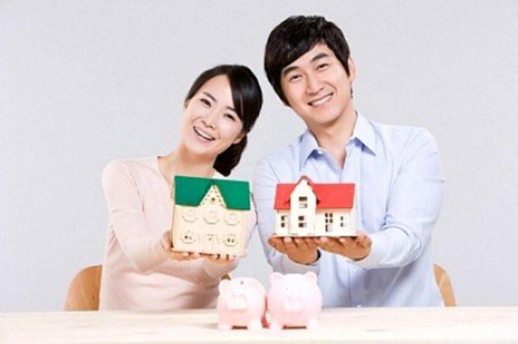 Vợ chồng mua nhà