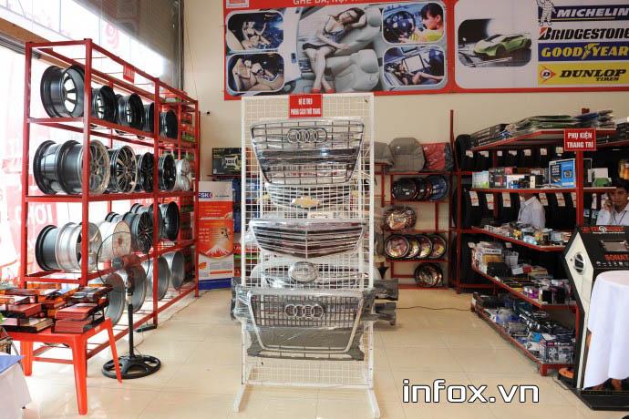 Cửa hàng phụ tùng xe máy